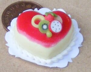 1-12-Scale-Heart-Cake-With-Strawberry-Icing-Dolls-House-Food-Accessory-NC11