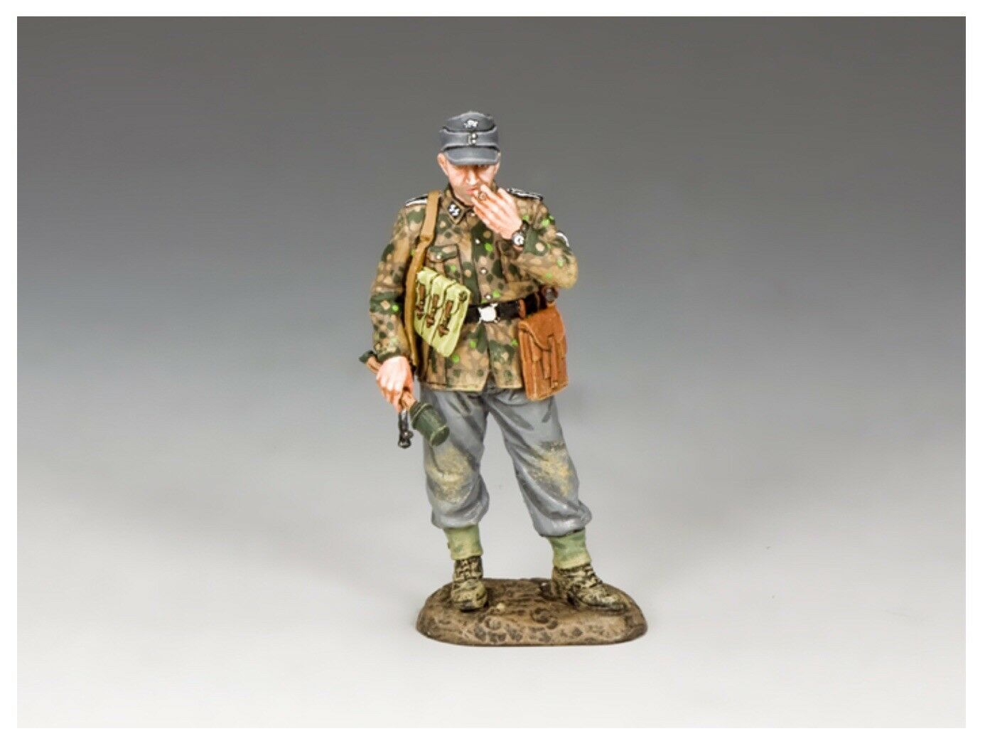 WS326 WW2 'Smoke Break' Standing German Soldier Mint in Box Normandy D-Day