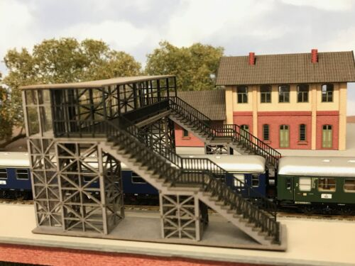 MU N-B00071 Spur N Bahnsteigtreppe NEU