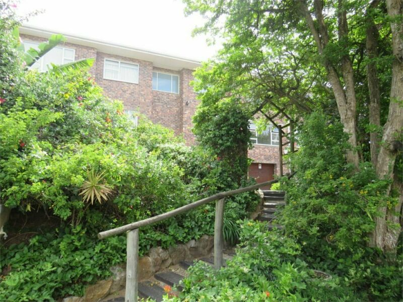 Lovely secure 2 bedroom unit available immediately!