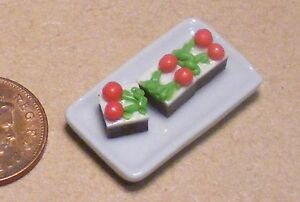 1:12 Scale 3 Strawberry Slices On A Ceramic Plate Tumdee Dolls House Cakes PL103