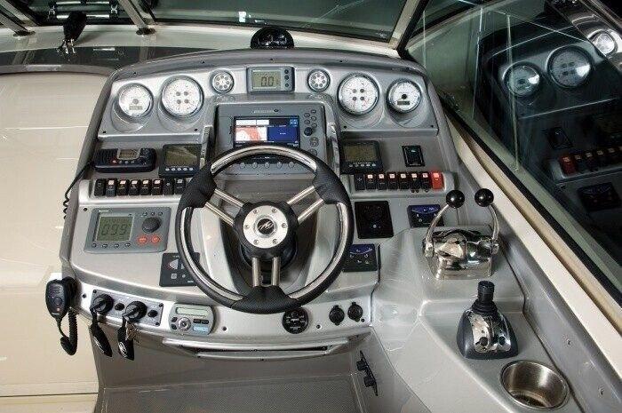 Monterey 415SY, Motorbåd