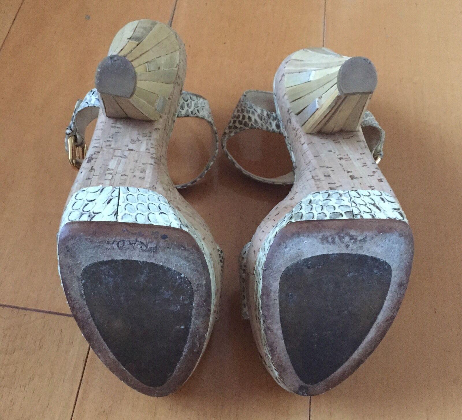 Prada Talla 37 Beige Cuero Cuero Cuero Tacón Corcho Plataforma sin talón Fáciles de poner Peep Toe Piel De Serpiente 19be2a