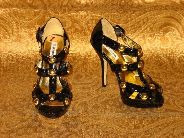 Steve Madden brevetto in pelle borchie oro Tacchi Gabbia Con Cinturini Sandali Tacchi oro Alti 8 41 10 c03fdb