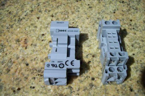2     IDEC SY2S-05C   RELAY BASE DIN RAY