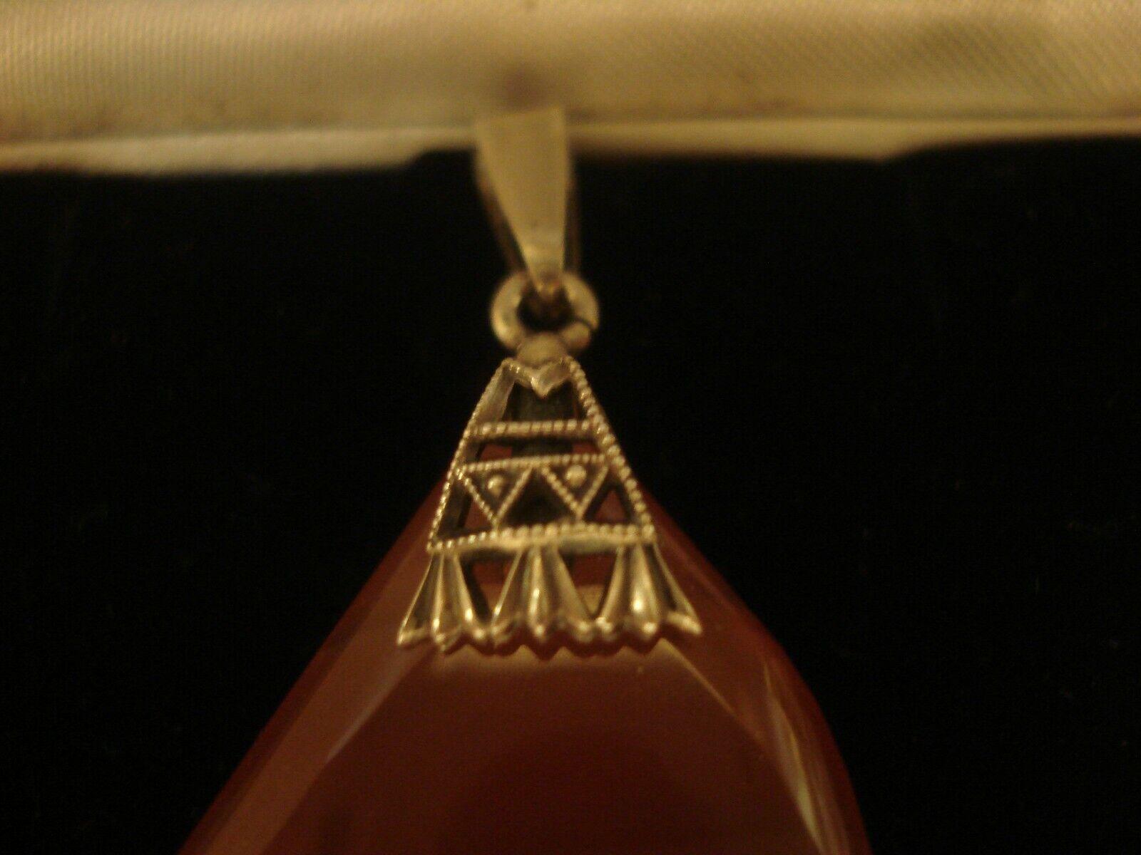 BELLISSIMO finemente realizzato realizzato realizzato a mano ANTICO ART DECO  CORNIOLA gemma ciondolo argentoo sterling 655aed