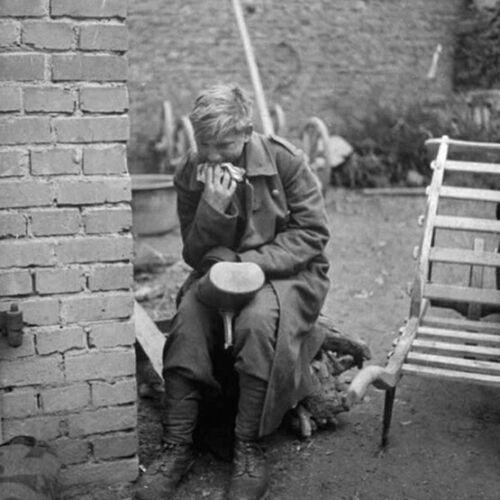 1//35 Resin WWII German Female Prisoner of War unpainted unassembled BL216
