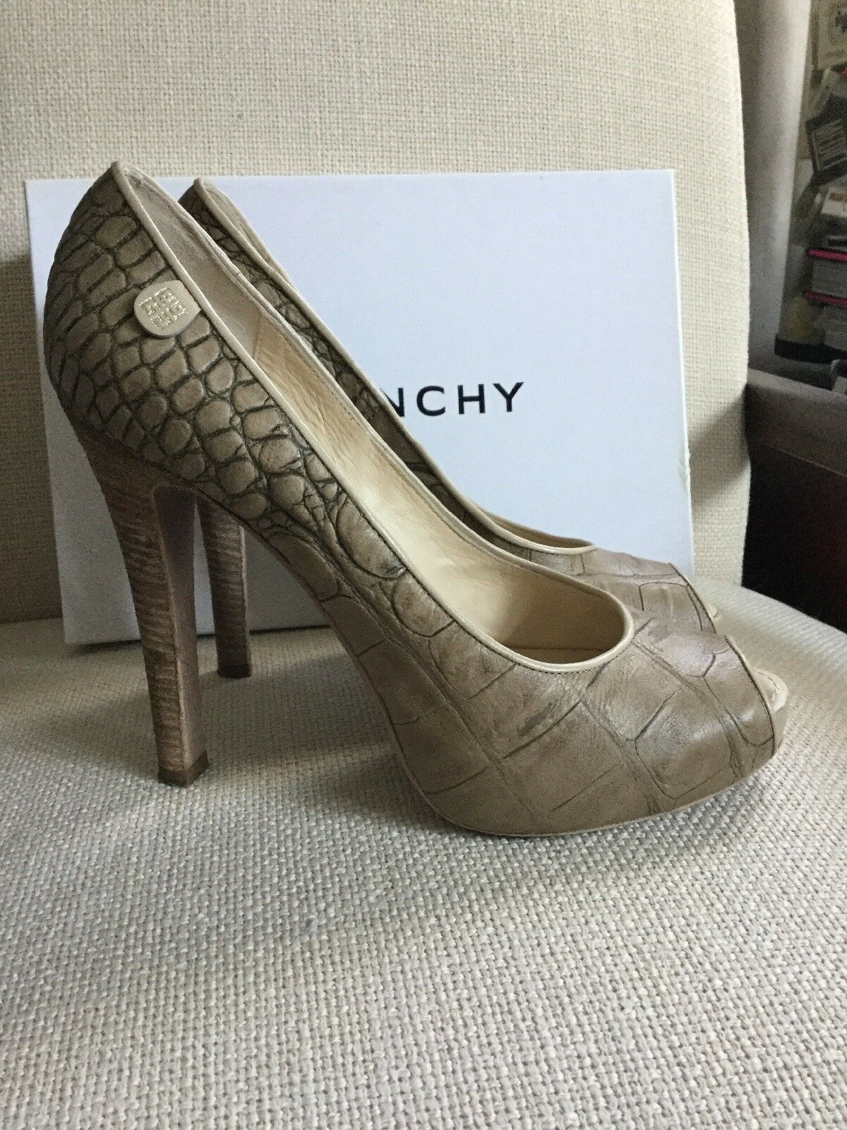 Auth GIVENCHY Beige Peep Toe Platform Crocodile Leather Heel Pump schuhe 9,  550