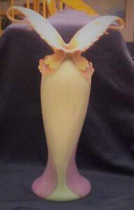 Franz-Porcelain-XP1692-Papillon-15-034-Tall-Flower-Butterfly-Vase-Spread-Wing-Mint