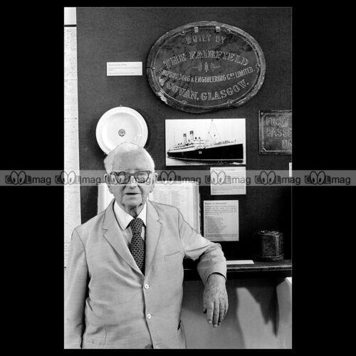 #phs.006587 Photo RONALD FERGUSON 1984 MARCONI OPERATOR RMS EMPRESS OF IRELAND