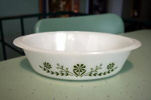Glasbake-Oval-Milk-Glass-Green-Daisy-Flower-1-Qt-Baking-Dish-Casserole-J235