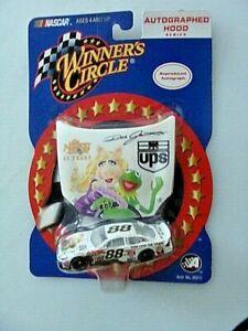 88-DALE-JARRETT-UPS-MISS-PIGGY-FORD-ACTION-2002-1-64-CAR-HOOD-SERIES