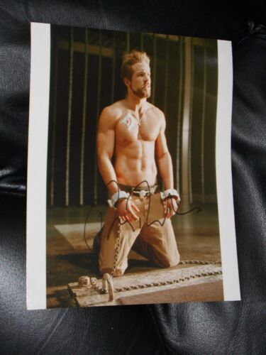 RYAN REYNOLDS SIGNED 8X10 COLOR PHOTO BARECHESTED IN CHAINS BEEFCAKE