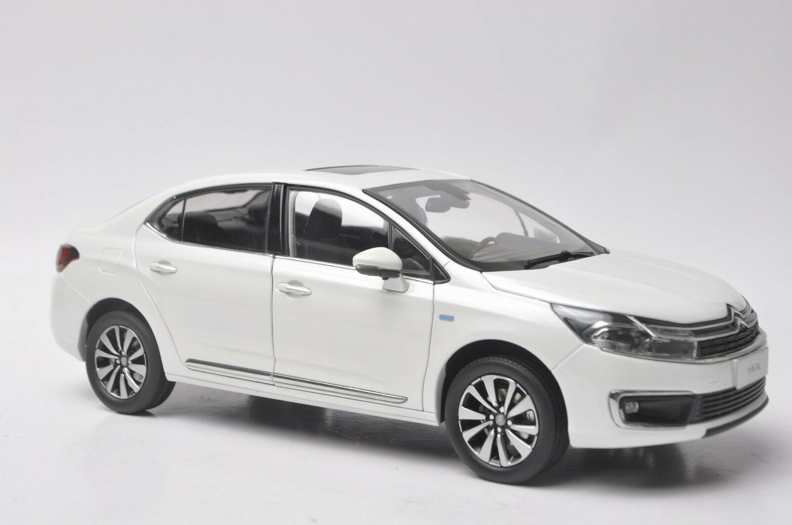 Citroen neue c4l auto modell im maßstab 1,18 Weiß
