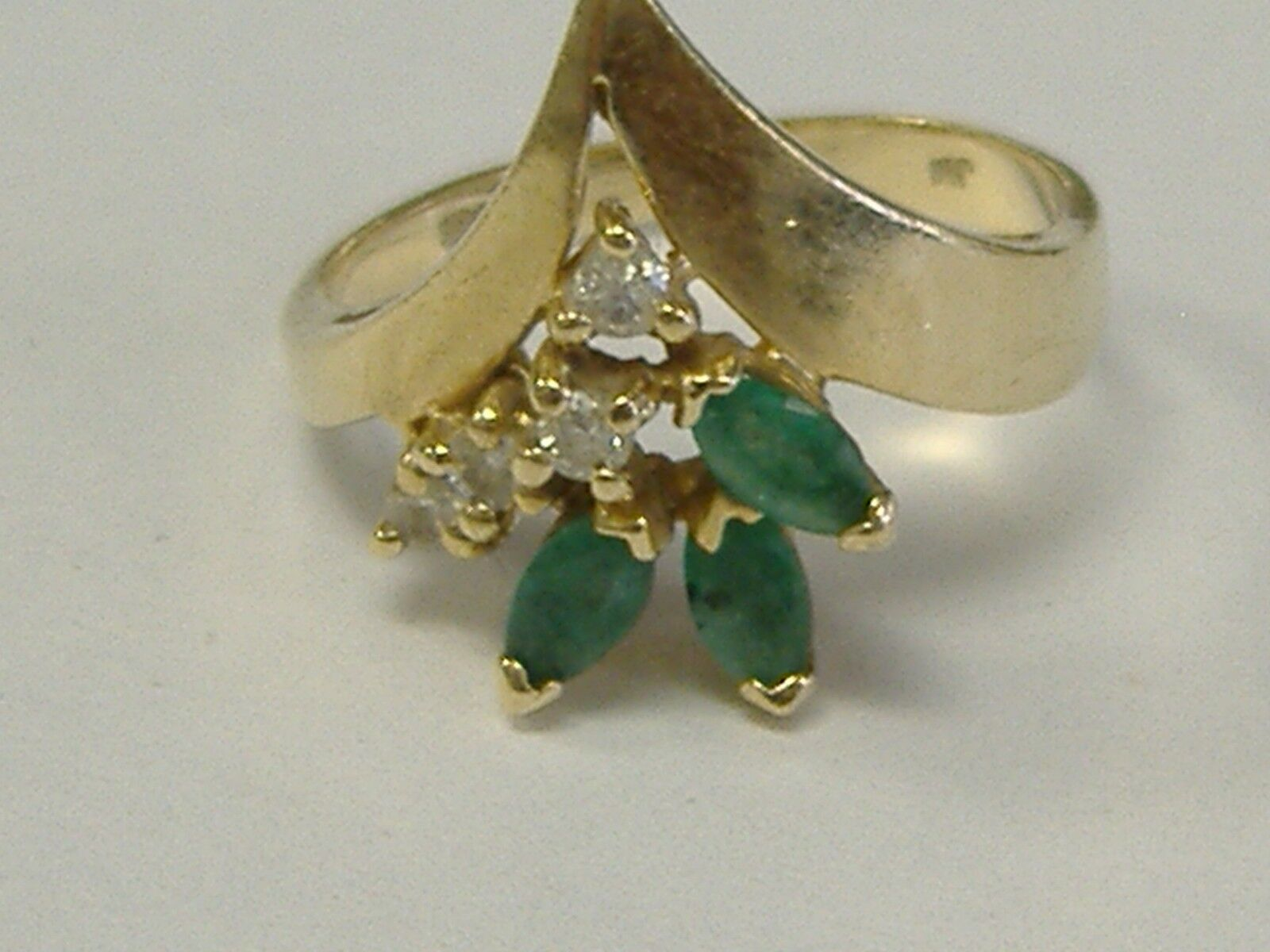 VINTAGE SOLID 14K  gold NATURAL EMERALD AND DIAMONDS RING SIZE 5