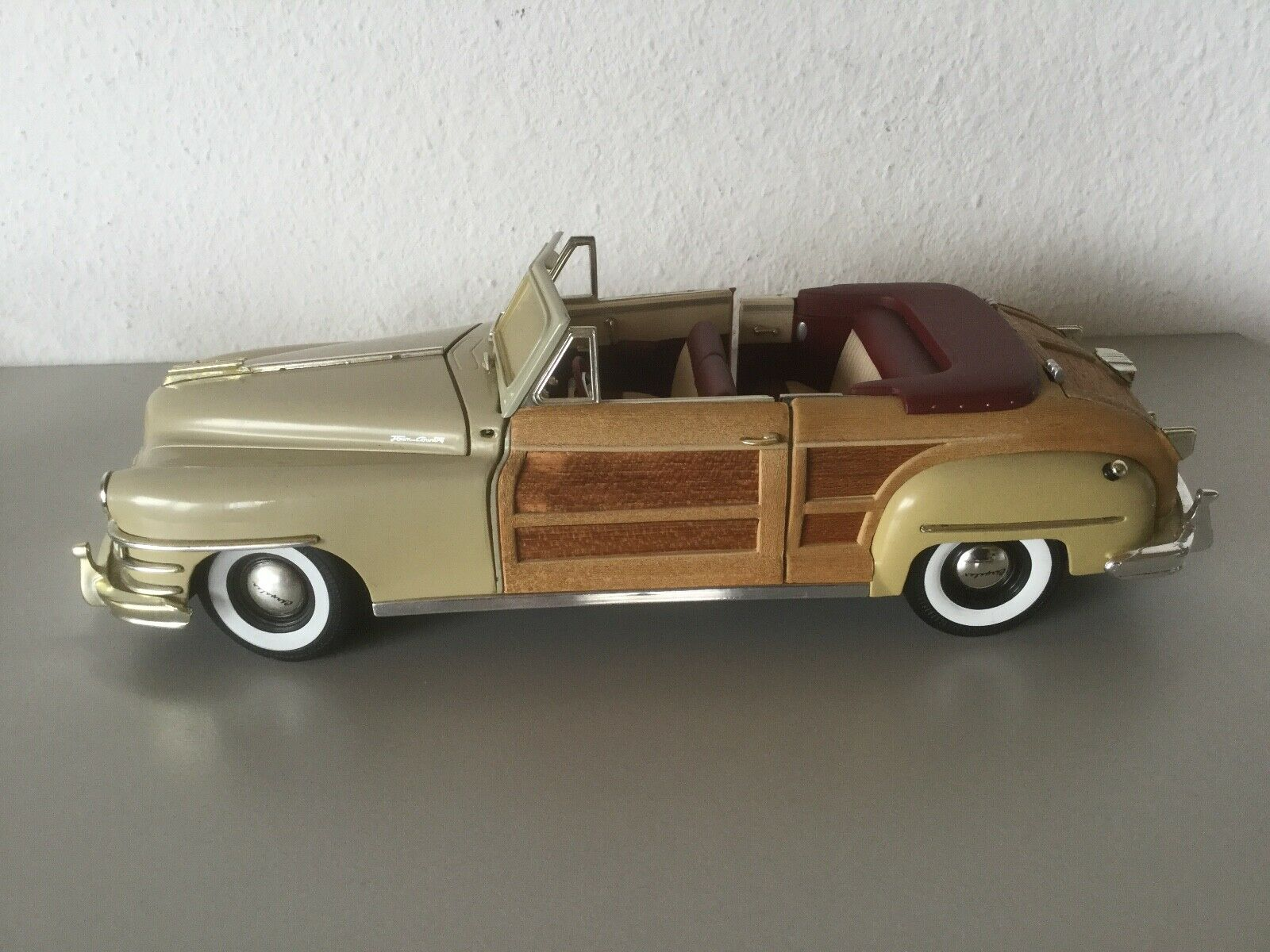 1948 Chrysler Town & Country Metal Classic Car Model 1 18