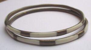 paire-de-bracelets-rigides-bijou-couleur-bronze-incrustation-beige-780
