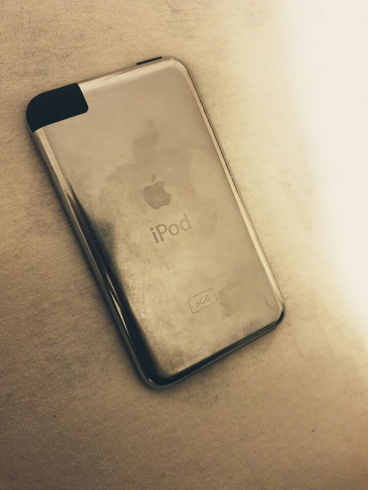 iPod, Apple iPod, 8 GB