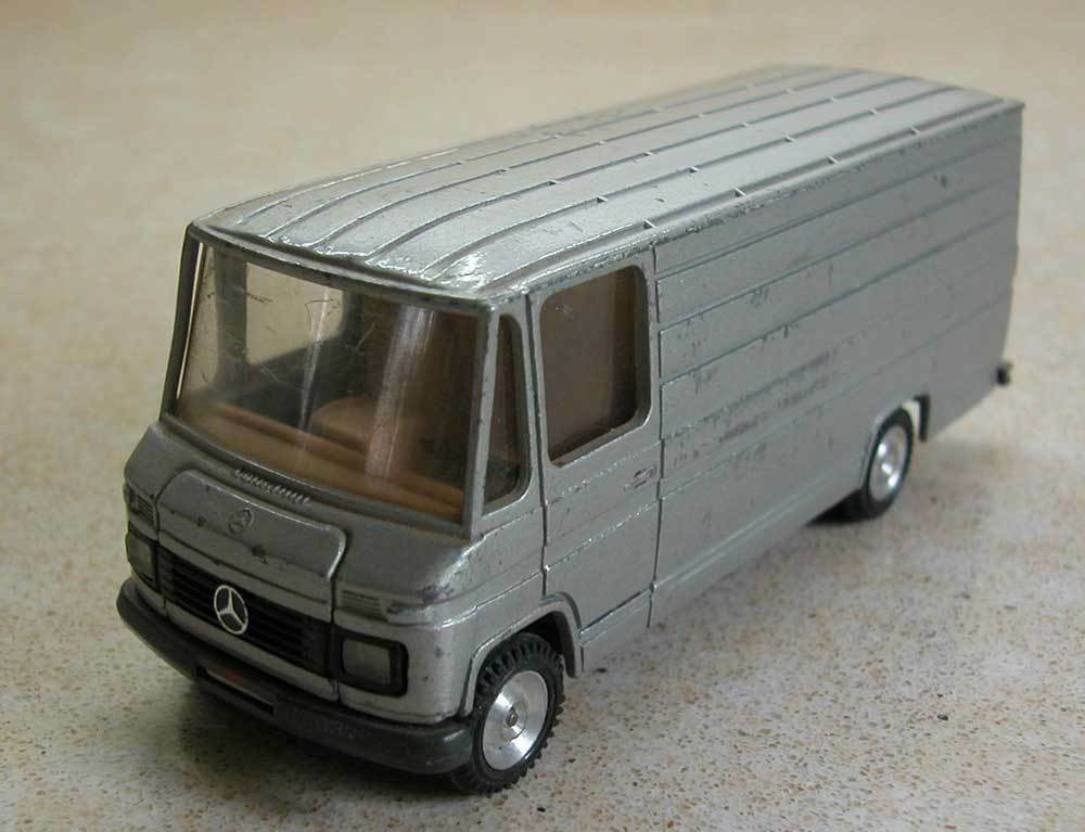 A MERCEDES- BENZ BY CURSOR MODELL 475 - MADE IN W.GERMANY     (41)