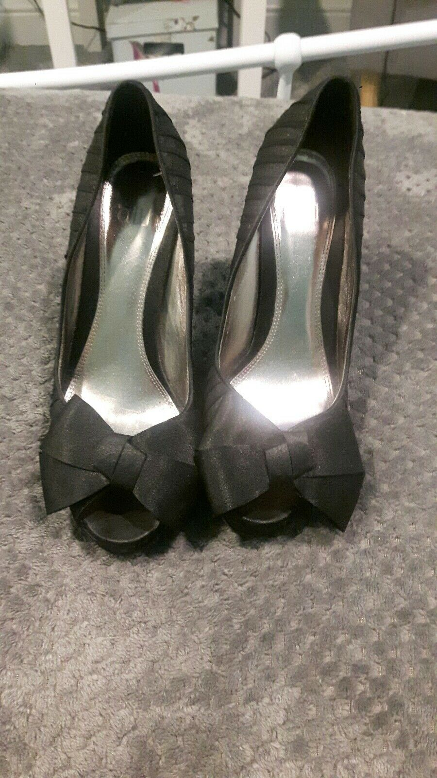 Black Stilettos And Size 5 With Sequins And Stilettos Bows 5a0d8e