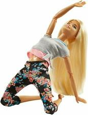 Barbie Bambola con 22 Punti Snodabili Capelli Ondulati e Abiti da Yoga FTG84