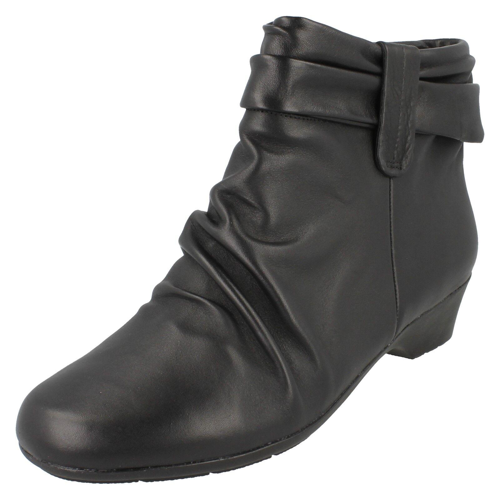 Damen Clarks breite Gerüscht Passform schwarzes Leder Gerüscht breite Freizeit Stiefeletten 9dbb89