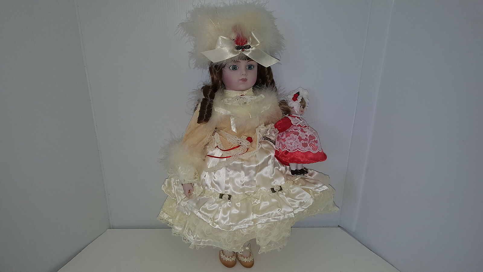 + MERRIE GORHAM CHRISTMAS EDITION BY SUSAN AIKEN 19  PORCELAIN MUSICAL DOLL 1987