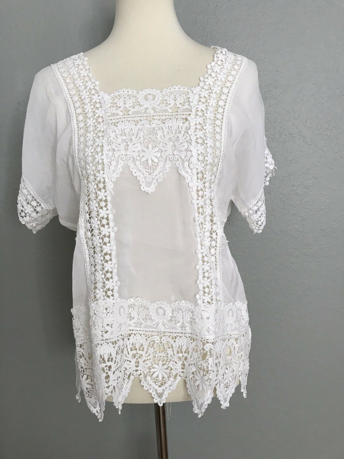 NWT Johnny Was Classic Lacey Insert Sheer Top Weiß S