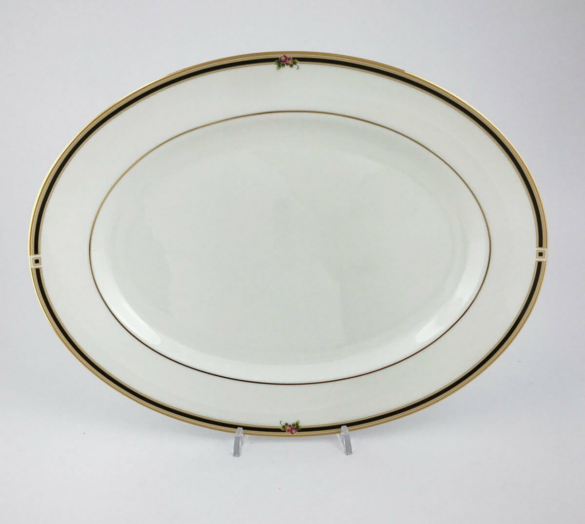 A61   Clioov Wedgwood Clio - Plat Ovale - Table