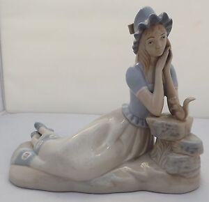 MIQUEL Requena Valence figurine en porcelaine d'une fille avec un écureuil-afficher le titre d`origine 1MIcHNAb-09162556-902427499