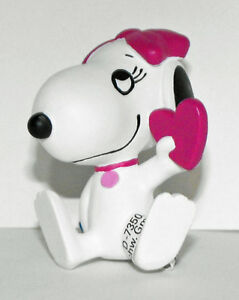 Snoopy-039-s-Sister-Belle-Holding-Heart-Plastic-2inch-Peanuts-Miniature-Figure-22030