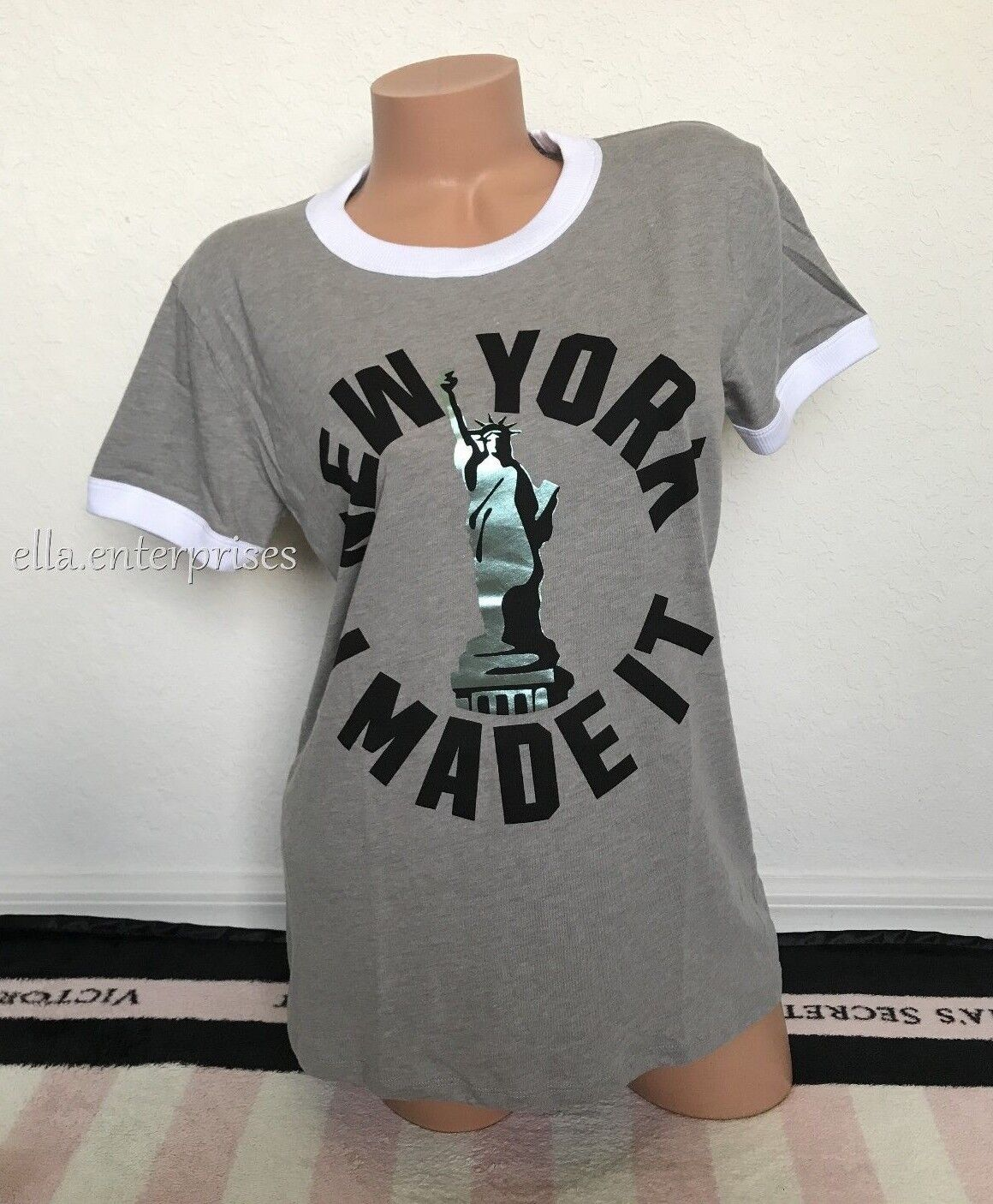 Victoria's Secret Rosa New York I Made It NY State Of Mind Ringer Crew Tee - M