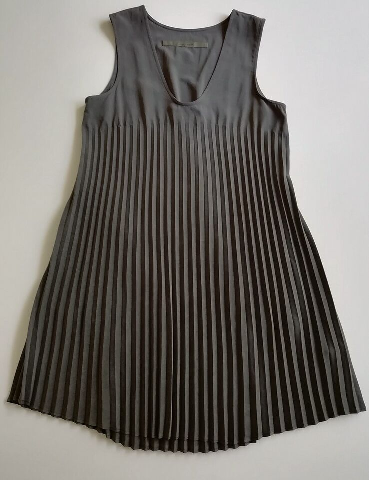 Anden kjole, Enzo Costa, str. S