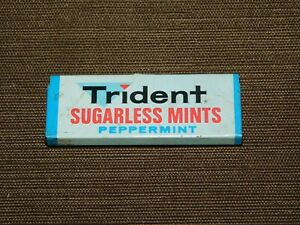 """VINTAGE 2 1/4"""" LONG TRIDENT SUGARLESS MINTS PEPPERMINT TIN *EMPTY*"""