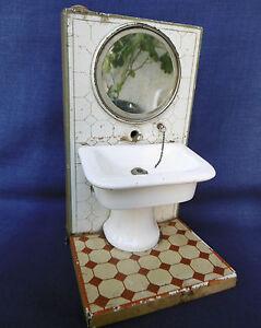 Tres Rare Jouet Ancien - Lavabo En Porcelaine Miroir Bizeaute Tole Fab Allemande