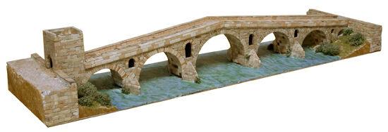 Aedes 1203. Maqueta Puente de la Reina  Navarra . Construccion de ladrillos