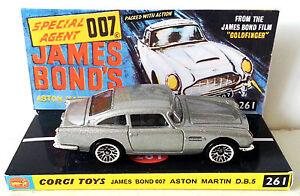 Hot-Wheels-ASTON-MARTIN-DB5-James-Bond-007-Car-on-Custom-Corgi-261-Repro-Display