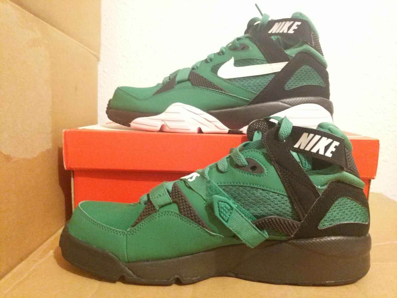 40500bb5a9f Philadelphia Eagles Air Trainer 91 QS QS QS NFL Supreme sz9 Philly Knows  615147 301 ad314b ...