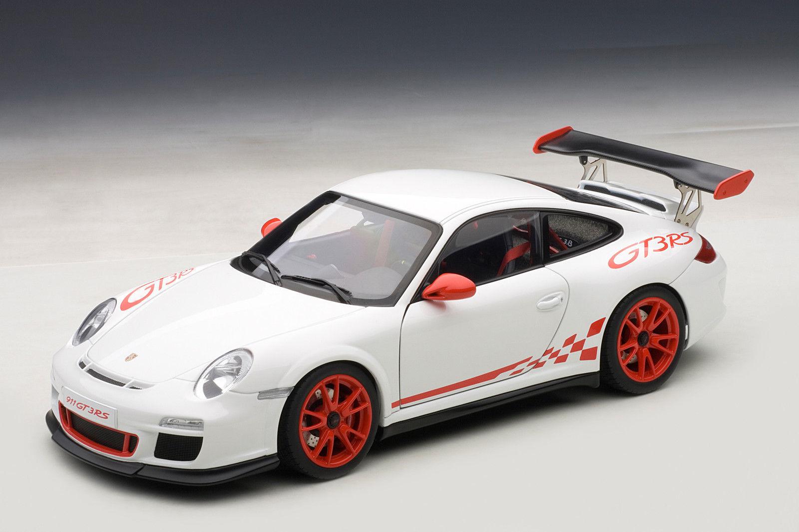 1 18 AUTOart PORSCHE 911 (997) GT3 RS 3.8 (WHITE RED STRIPES) 2010