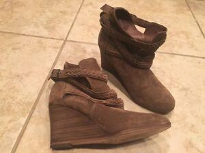 919051b939b5 Comptoir Des Cotonniers Tan Suede Wedge Heel Ankle Boot Shoe Size 36 ...
