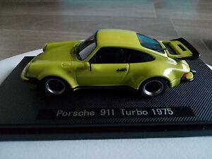 Modellino-auto-porsche-911-1975-verde-fluo-ebbro-nuovo-in-scatola-con-plexi
