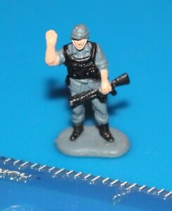 Military-Micro-Machines-GREY-SOLDIER-Figure-30-Galoob