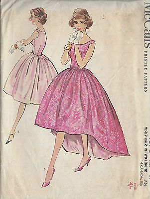 1959 Vintage Sewing Pattern B34 DRESS (R909)
