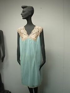 VINTAGE-1950s-VANITY-FAIR-LADIES-BLUE-NYLON-with-LACE-BABY-DOLL-NIGHTGOWN-SIZE-M