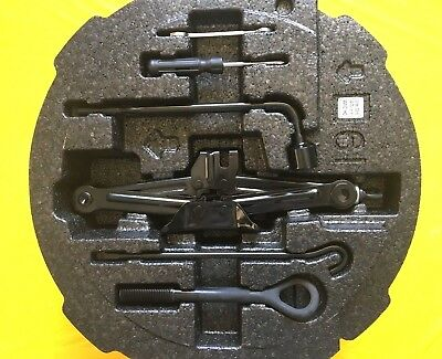 2011-2018 HYUNDAI ELANTRA JACK AND TOOL KIT WITH FOAM HOLDER EXCELLENT CONDITION
