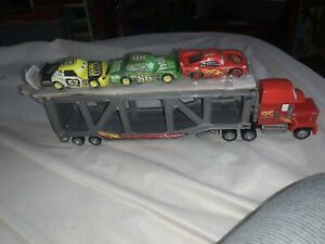 2006 Disney Pixar Cars Movie - Mack Truck Vehicle Hauler McQueen With 3 Cars