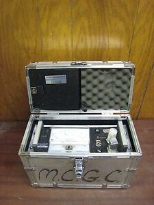 MCM-Dewluxe-Moisture-Dewpoint-Analyzer-Hygrometer-Used-2