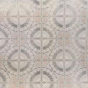 Tovaglia-Tavola-Plastica-Plastificata-Fantasia-Ricamato-Beige-PVC-50cm-x-H-135cm
