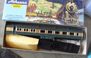 Vintage-HO-Scale-Athearn-Custom-Painted-Green-Gold-Passenger-Car-Kit-in-Box-2