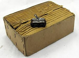 Lot-of-9-off-tumbler-switch-5CW-5493-for-RAF-aircraft-GC10
